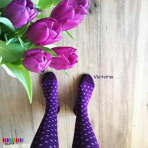 Violette Stützstrümpfe mit Punkten im xunt Onlineshop